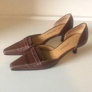 Ann Taylor brown leather pump